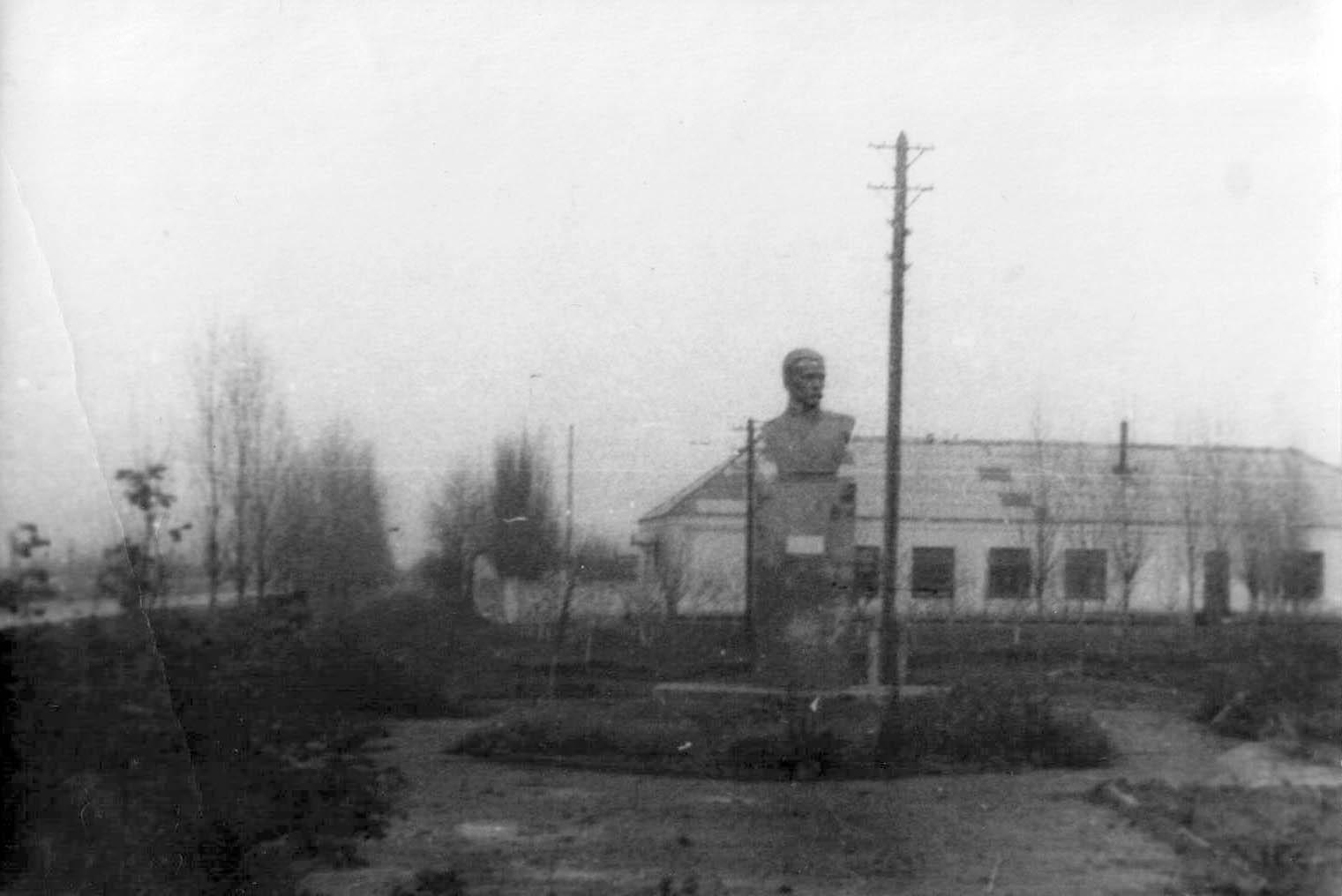 Очаков. Памятник Чижикову. 70-е гг.