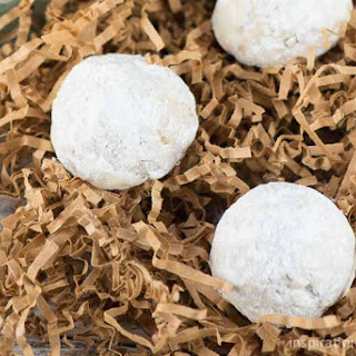 Mexican Wedding Cookies {Pecan Cookie Balls}