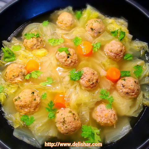 Vietnamese Meatball Cabbage Soup