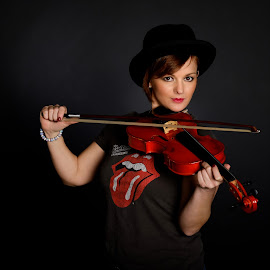 The Violin by Joerg Kampers - People Musicians & Entertainers ( studio, fuji x, violin, woman, portrait )