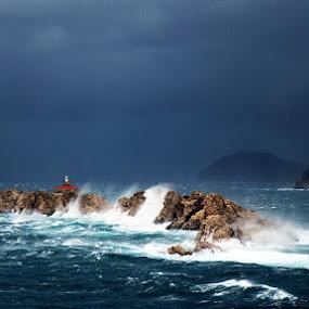 CYCLON JULIANA 2 by Mirjana  Bocina - Landscapes Waterscapes ( valovi, ciklona, waves, grebeni, croatia, lighthouse, sea, island, more, cyclone, dubrovnik, otok, svjetionik, ciklona_juliana, cyclone_juliana,  )