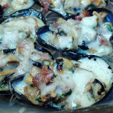 Baked Mussels With Mushrooms and Bacon