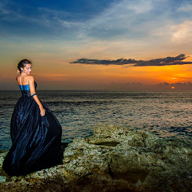 Beauty in the Sunset Time by Amin Basyir Supatra - People Portraits of Women ( bali, fashion, girl, sunset, beautiful, beauty, portrait )