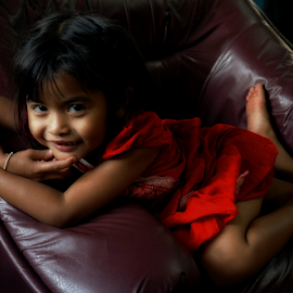 Smile in The Light by Ian Gledhill - Babies & Children Child Portraits ( child, girl, asia, thailand, thai, children, smile, portrait )