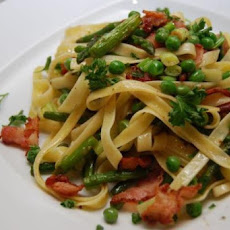 Linguine with Asparagus, Bacon, and Arugula
