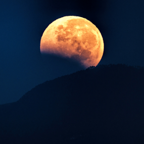 Eclipse by Cristobal Garciaferro Rubio - Landscapes Mountains & Hills ( moon, moonrise, eclipse )