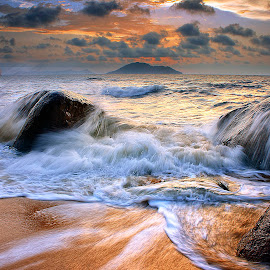 wave & rock by Dany Fachry - Landscapes Waterscapes ( sunset, wave, sea, rock, beach )