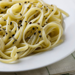 Pasta with Cheese and Cracked Pepper