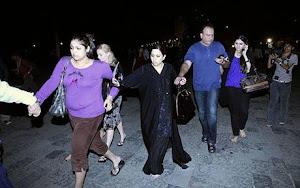 hostages-mumbai_1122310c