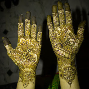 Mehendi by Ashish Jain - Wedding Details ( canon, shaadi, mehendi, ashish jain, oddlens, canon550d, wedding, 18-55mm, tattoo. art, delhi, engagement )