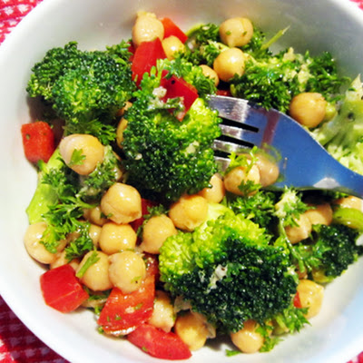 Vegan Broccoli, Red Bell Pepper & Chickpea Salad