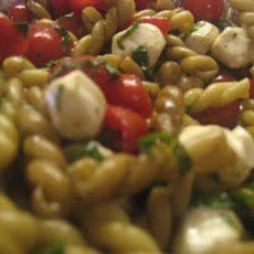 Super Simple Caprese Pasta Salad