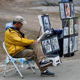 Painter in Central Park by Ferdinand Ludo - People Street & Candids ( central park-new york )