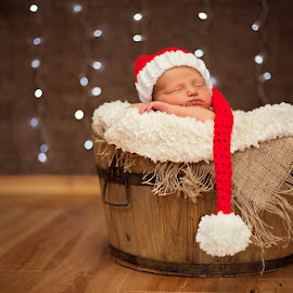 Santa Poppy Mae - 11 Days Young by Claire Conybeare - Chinchilla Photography - Babies & Children Babies