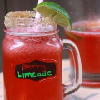 Refreshing Strawberry Limeade – Sonic Copycat