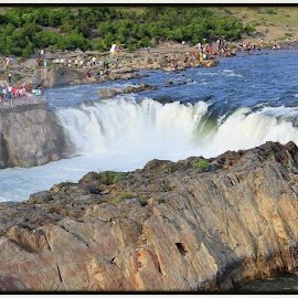 bhedaghat by Ashwin John - Novices Only Landscapes ( cool, waterfall, supperb, bhedaghat, public place )