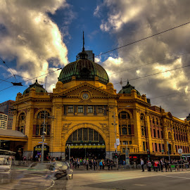 The Flinders Street Station by Madhujith Venkatakrishna - Buildings & Architecture Public & Historical