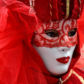 Lady in red by Bruno Brunetti - People Musicians & Entertainers ( carnival, lady in red, venice, mask, portrait )