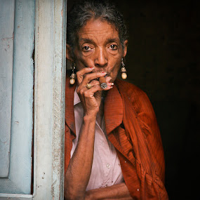 by Simon Charlton - People Street & Candids ( dubai photographer, simon charlton photography, cuba )