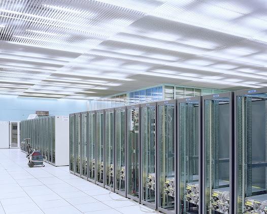 CERN (Europese raad voor kernonderzoek) – Geneva  Grote zaal gebouwd in de jaren 60 en omgebouwd om het datacenter onder te brengen