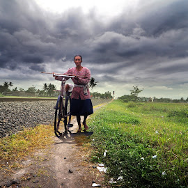 simbah by Indra Prihantoro - People Street & Candids ( candid, people, grandmother, bicycle )