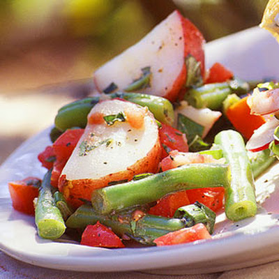 Herbed Potato Salad with Green Beans and Tomatoes