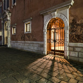 The door of Venice. by Cesare Sent - Buildings & Architecture Public & Historical ( venice, door, night, italy, light, Lighting, moods, mood lighting )