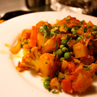 Cauliflower-Potato Curry (Aloo Gobhi)