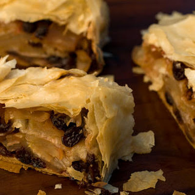 Simple Cinnamon-Raisin-Apple Strudel
