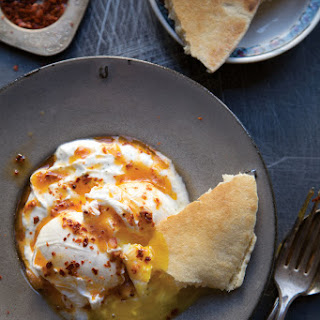 Cilbir (Turkish Poached Eggs in Yogurt)