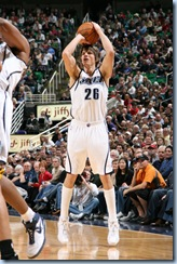 Korver is shooting the lights out