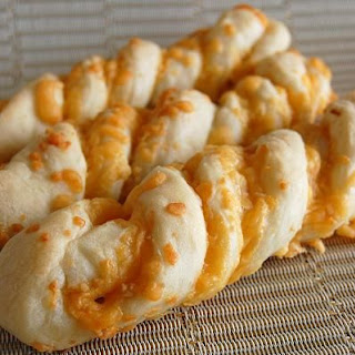 Tasty Garlic Cheese Twist Bread