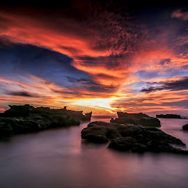 cemagi beach by Didik Putradi - Landscapes Sunsets & Sunrises ( clouds, water, sunset, beach, rocks )