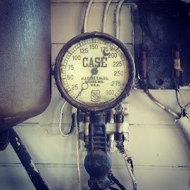 gauge by Andrew Galatovic - Instagram & Mobile Android ( gauge steam steampunk vintage character )