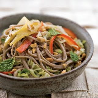 Soba Noodles with Bell Pepper and Mango