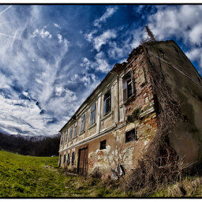 Abandoned by Beeback AlterEgo Biba - Buildings & Architecture Decaying & Abandoned