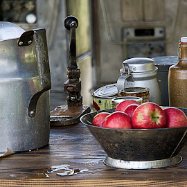 Mess Hall Apples by Sue Matsunaga - Novices Only Objects & Still Life