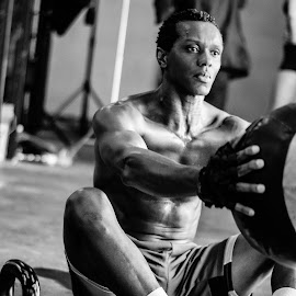 Crossfit 2 by Angelo Perrino - People Portraits of Men