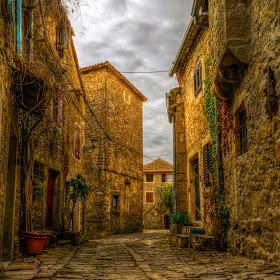 Grožnjan stara ulica.jpg