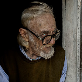 The eyes that tell the story of a lifetime by Petrea Ionut - People Portraits of Men ( wrinkles, old, glasses, blue, sad, men, people, portrait, eyes,  )