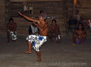 Haka Pahaka (danse de l'oiseau des hommes)