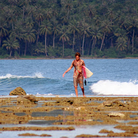 Surfing in Nias by Leong Jeam Wong - Sports & Fitness Surfing ( north sumtra, surfing, waves, earthquake, beach, surf, board, teluk dalam, nias,  )