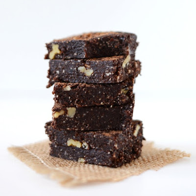 5 Minute Espresso Walnut Brownies {No Bake}