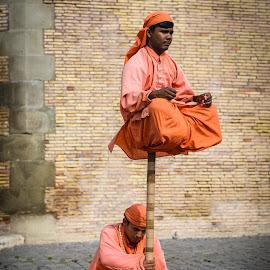 Street performers by Tzvika Stein - People Street & Candids