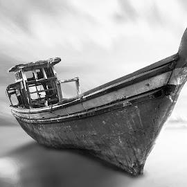 KAPA TUO III by Ilham Abdi - Digital Art Things ( black and white, digital art, sea, beach, boat, manipulation )