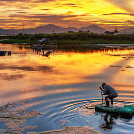 fisherman at dawn by Trang Nguyen - Landscapes Sunsets & Sunrises ( landscape people place travel nature culture )