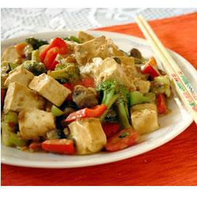 Tofu and Vegetable Stir Fry with Peanut Sauce