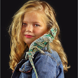 girl with pet by Leon Pelser - Babies & Children Child Portraits ( f 5.6, iso 100, daylight wd, tripod, 1/8 sec,  )