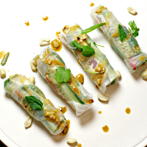 VIETNAMESE RICE PAPER ROLLS WITH PEANUT SAUCE