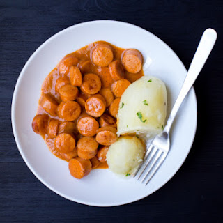 Nakkikastike (Finnish Hot Dogs in Sauce)